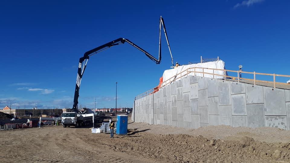 Dynamic Concrete Pumping using a 52-meter concrete boom pump on a job